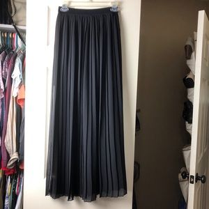 Decree Black Maxi Pleated Skirt w/ Slip